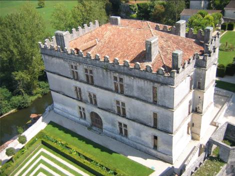 Château de Bourdeilles en Périgord Vert. Construit entre 1589 et 1598.