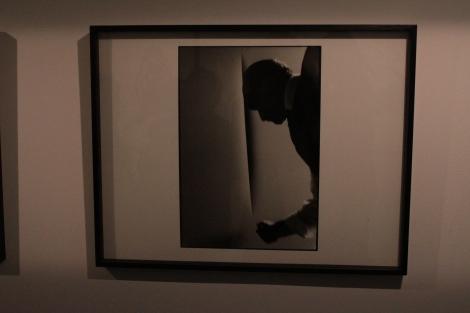 Ugo Mulas, Fontana réalisant l'Attente, 1964