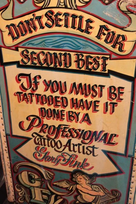 Malle de tatoueur itinérant, Etats-Unis, XXe siècle (détail)